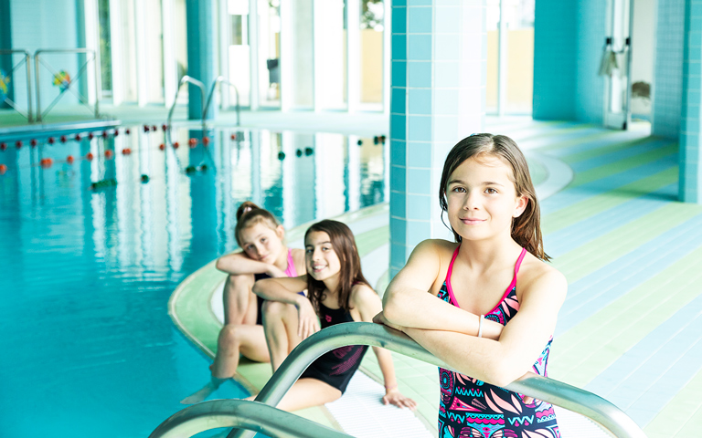 agora-international-school-andorra_deportes_natacion_2